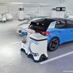 El robot para recarga de vehículos eléctricos de Volkswagen que se puede colocar en cualquier aparcamiento